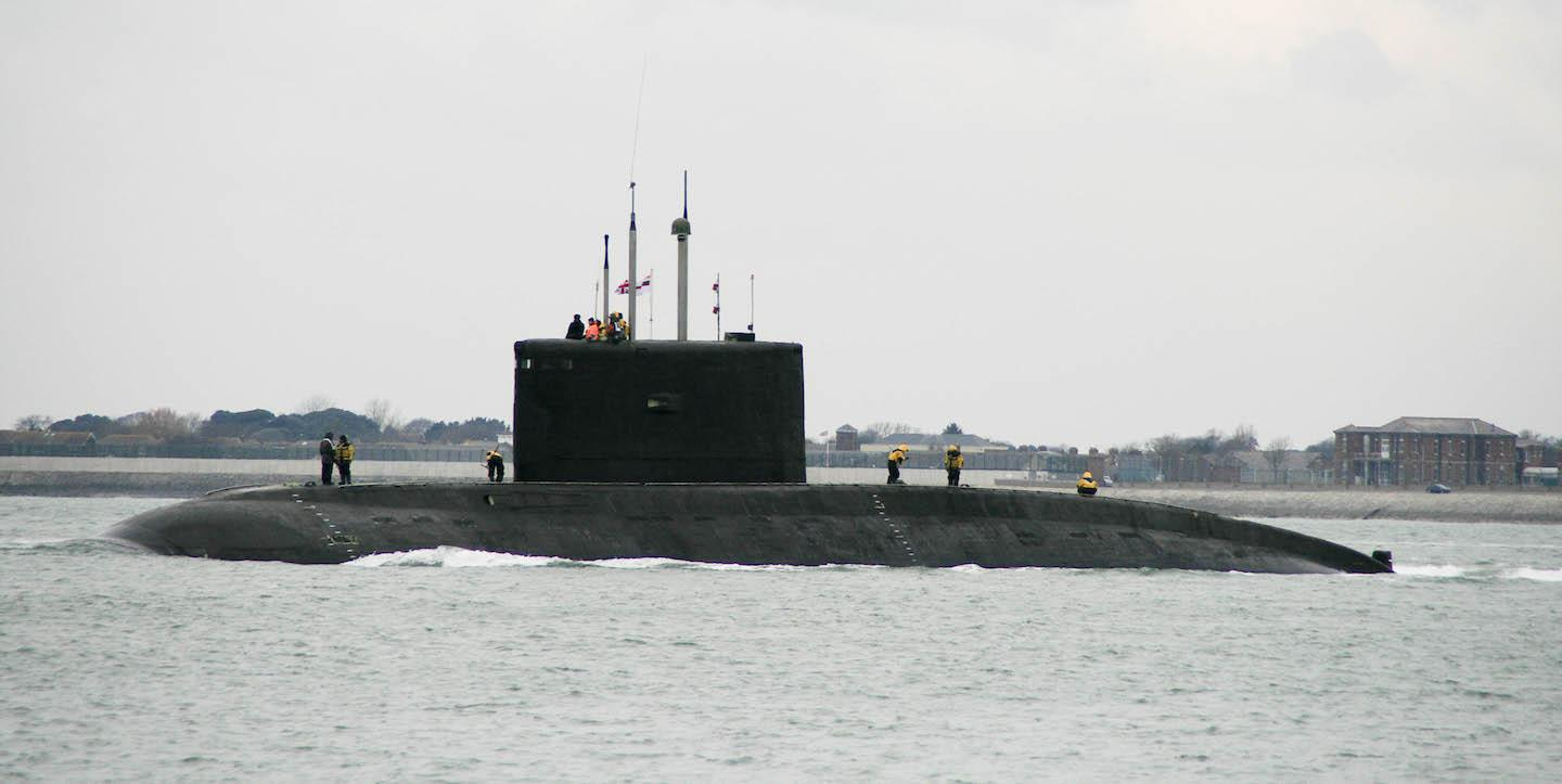 ifmat - Iran is towing a 2300 ton submarine