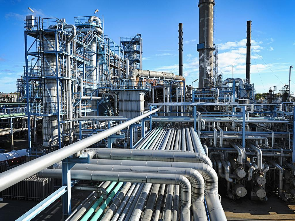 foto de Iran To Launch 17 Petrochemical Projects By March 2021 IFMAT